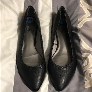 Lifestride simply comfort pointy toe black flats